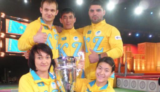 """L'équipe kazakh gagne le final du jeu """"Crazy Games"""""""